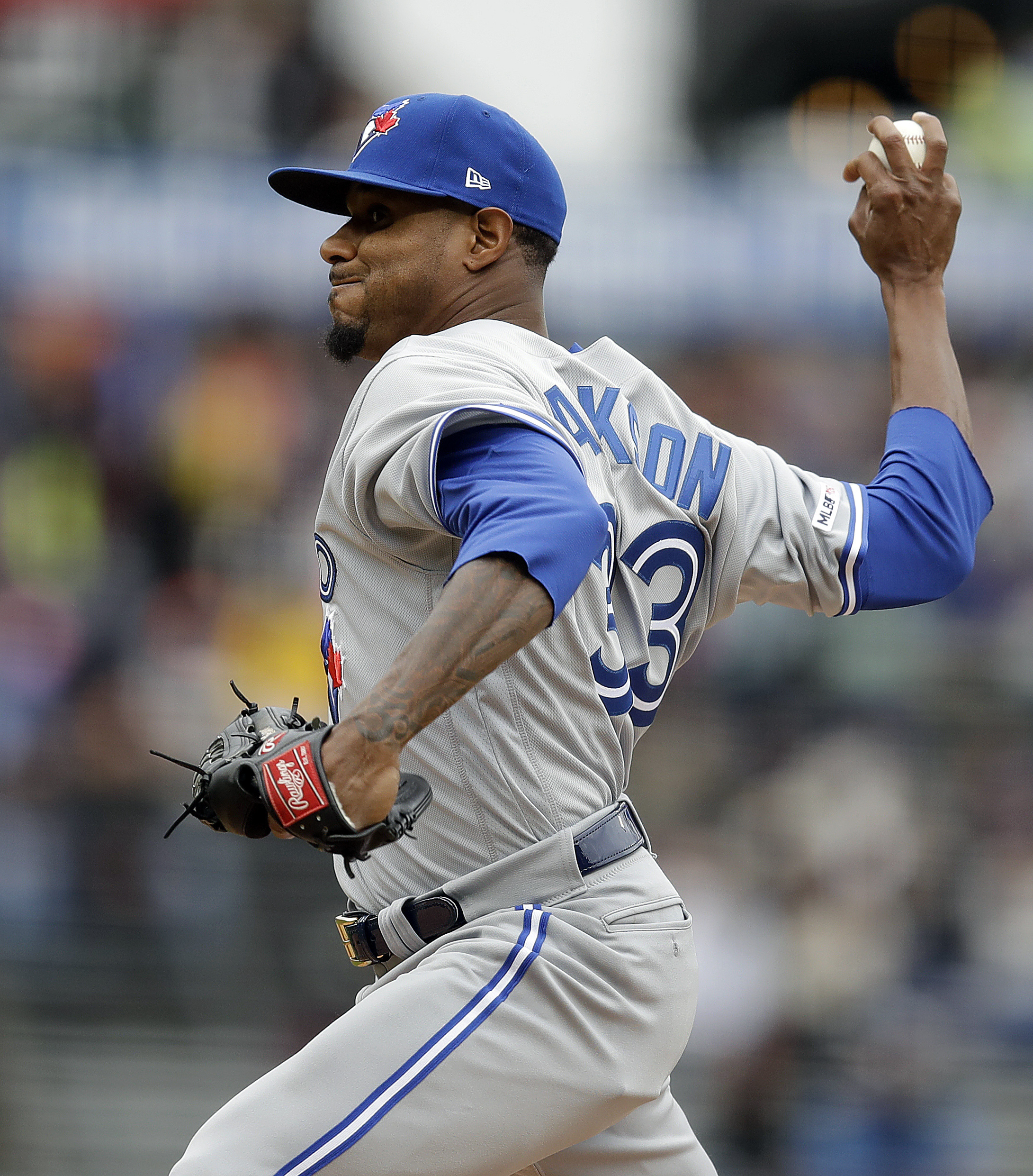 Jackson suits up for record 14th team, Jays lose to Giants