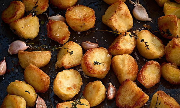 Dunnes%20Stores%20Simply%20Better%20Crispy%20Roast%20Potatoes%20with%20Garlic%20Thyme%20GD.jpg