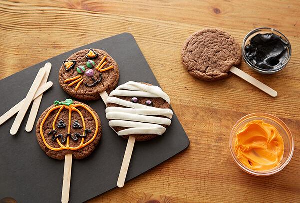HalloweenCookiesonaStick.jpg