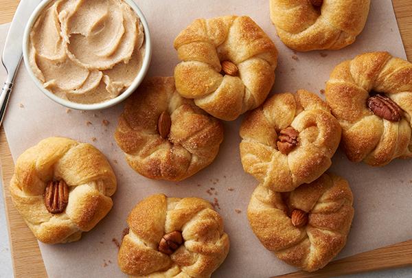 Sweet%20Crescent%20Roll%20Pumpkins%20(1).jpg