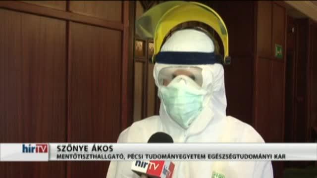 Speciális védőruhával készül az ebola ellen az OMSZ