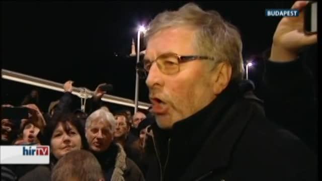 Ismét tüntetnek az internetadó ellen - Magyarország élőben