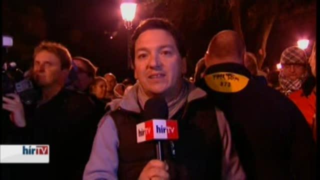 Inzultálták a Hír TV stábját a Clark Ádám téren