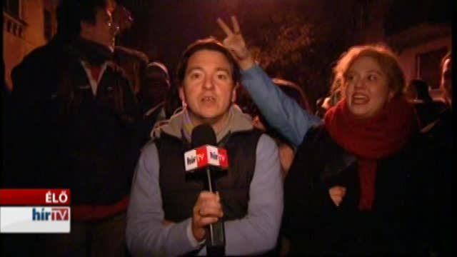 Tüntetők a Gyorskocsi utcában - bejelentkezés 23 órakor
