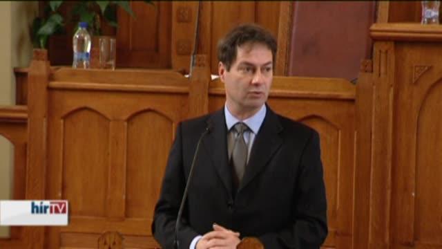 Glattfelder Béla előadása a Károli Gáspár Református Egyetem Magyar külgazdaság a célok és a realitás metszetében című konferenciáján