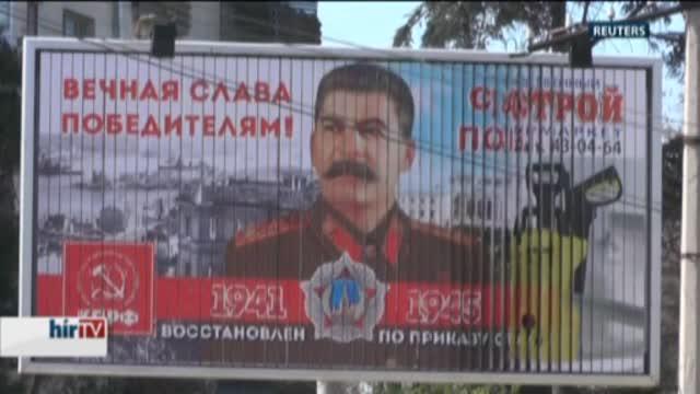 Sztálin arcképével ünneplik a Krím elcsatolását