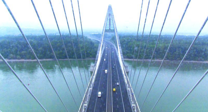Felhágtunk Észak-Pest csúcsára, a Megyeri híd legtetejére