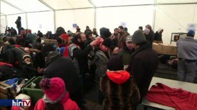 Cseh rendőrök ellenőrzik a macedón-görög határt