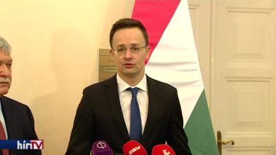 A kormány kitelepült konzuli szolgálattal várja a szurkolókat az EB-n