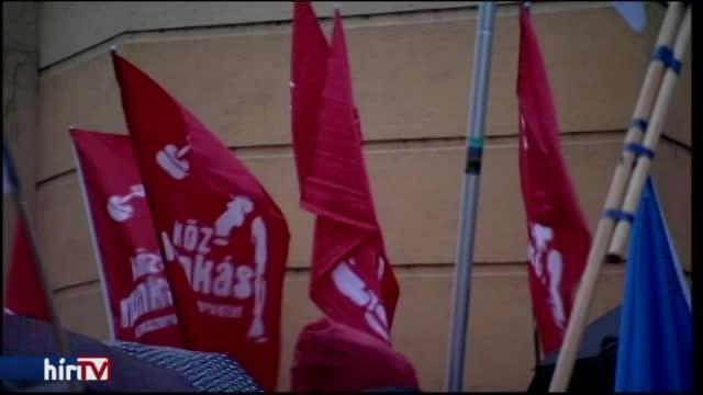 Rászálltak az iskolaigazgatóra a tüntetés után