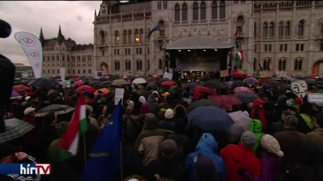 Egyórás sztrájk: Orbán tréfának veszi, a szakszervezetek húzódoznak