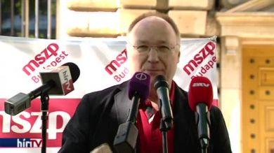 Matolcsy György lemondását követelte az MSZP a Magyar Nemzeti Bank előtt