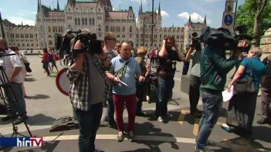 Tüntetők zavarták meg a CÖF rendezvényét