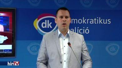 DK: Ha eredménytelen a népszavazás, Orbánnak le kell mondania