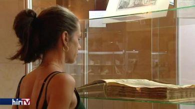 Könyvritkaságok kiállítása és vására a Pesti Vigadóban
