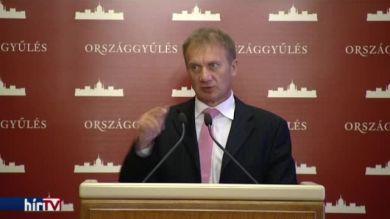 DK: Az Orbán-kormány a gyerekeket sem kíméli