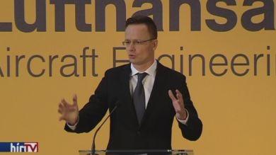 Szijjártó Péter a Lufthansa új repülőmérnöki központjáról