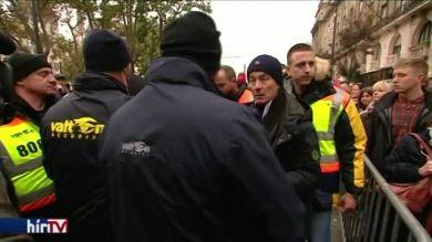 Tartottak a balhétól, ezért nem engedték Orbán közelébe a tüntetőket