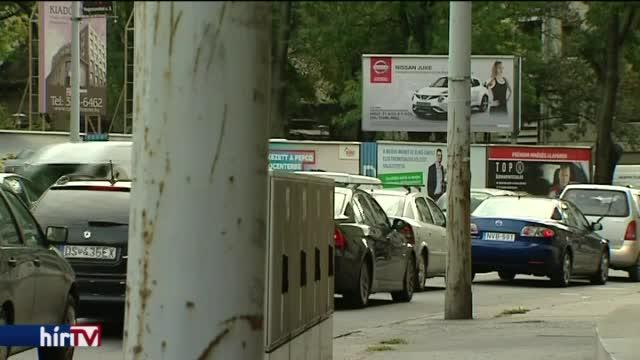 Adót szedhetnek a plakátokért a települések