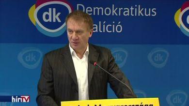 DK: az állami cégeknél is hajtsák végre a béremelést