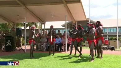 Amerikai katonákat köszöntenek az őslakosok - Darwin, Ausztrália