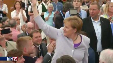 Merkel saját lábára állítaná Európát