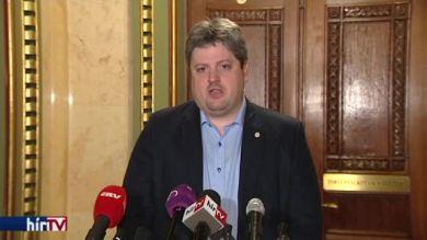 MSZP: aljas politikai manipuláció történt a plakáttörvénnyel