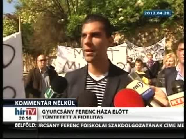 Gyurcsány Ferenc háza előtt tüntetett a Fidelitas