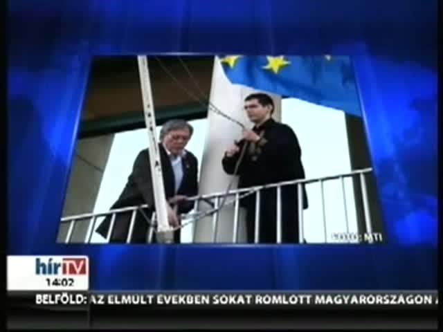 A Jobbik levette az uniós zászlót az Országgyűlés irodaházáról