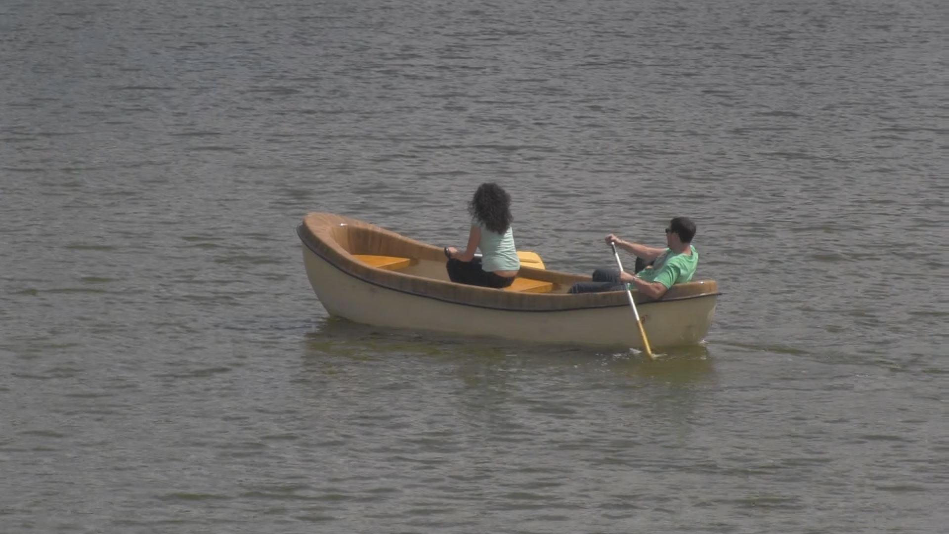 Ha kiesel a csónakból, fel kell állni és vissza kell szállni