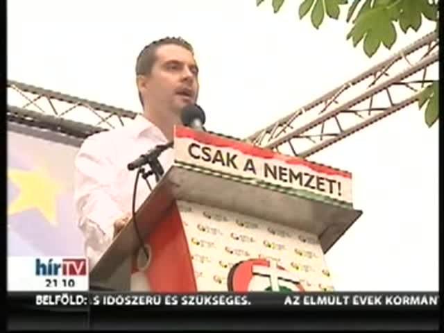 Vona keményen nekiment Orbánnak