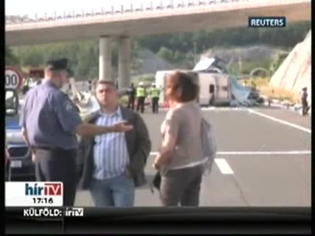 Többen meghaltak a cseh turistabusz balesetében