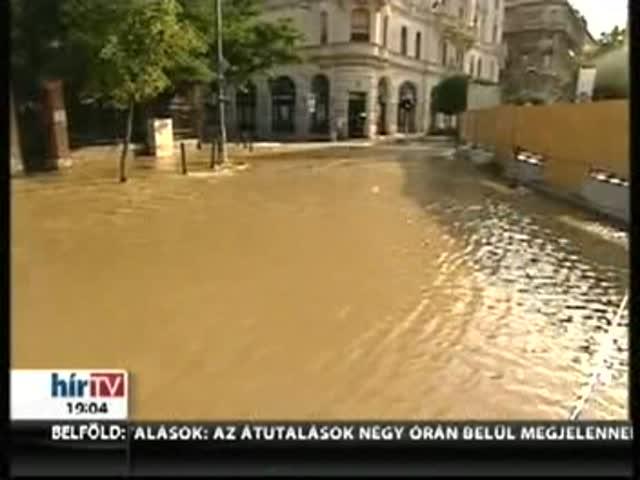 Víz alatt áll a Gellért tér Budán