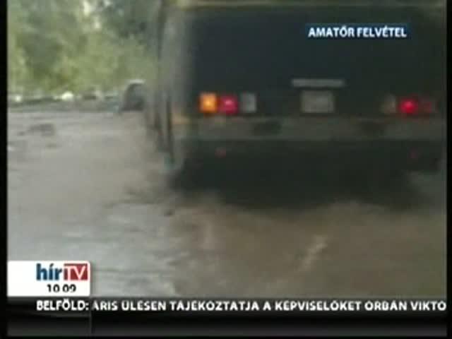 Egy órán át hömpölygött a víz az utcán