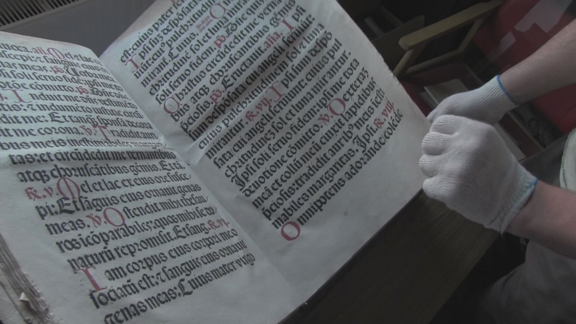 Apokalipszis és befalazott Biblia - titkok a kolostorból
