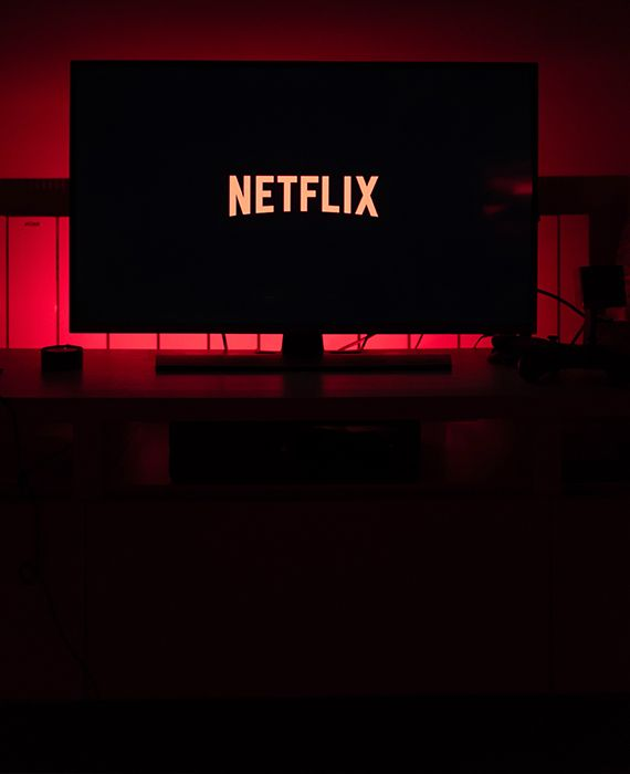 Users can get free Netflix subscription for 6 months, if they call 8866288662 and get a Username and Password, this is valid for the first 1000 callers.