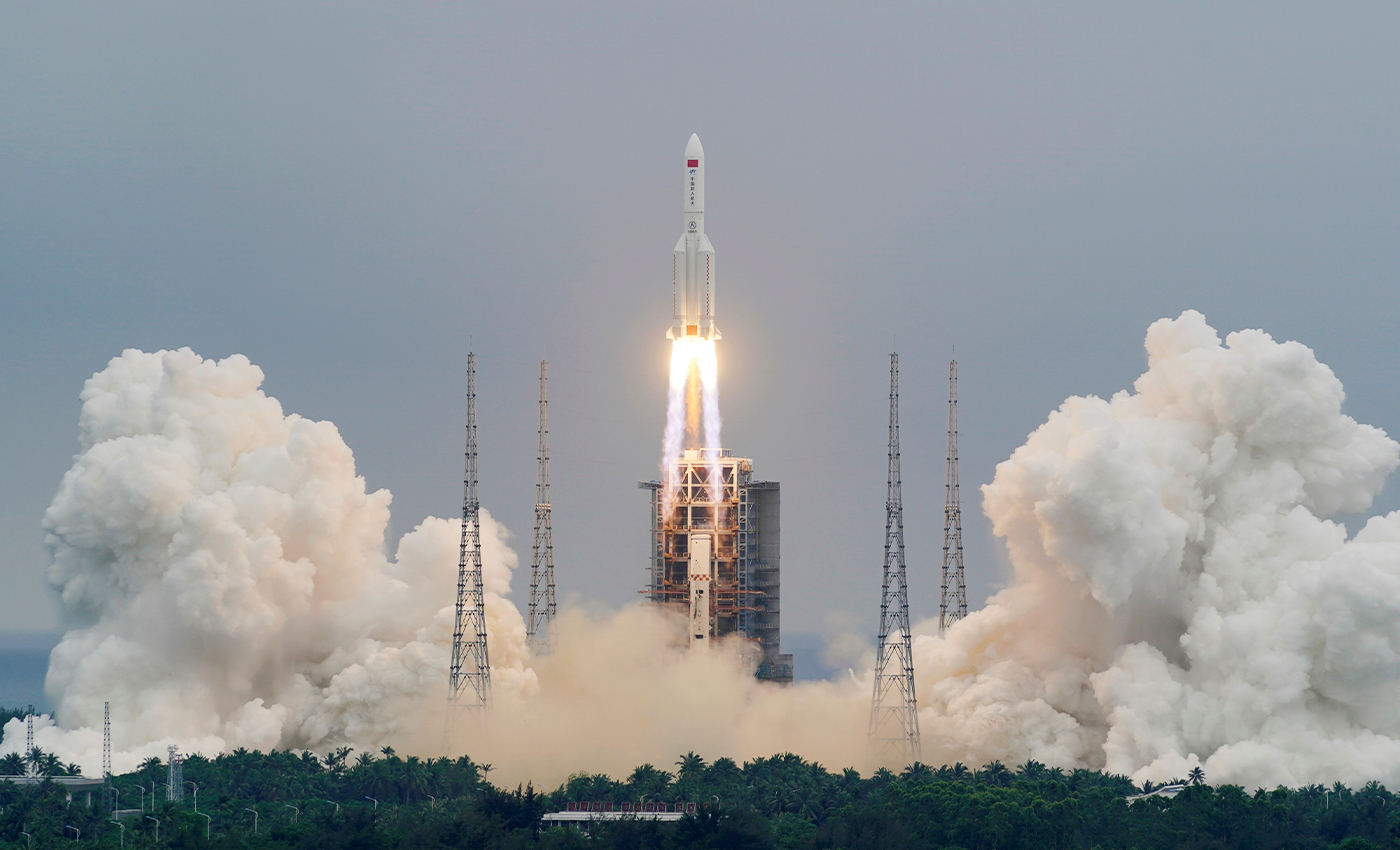 A video has been captured of the Chinese spaceship Long March 5B crashlanding into the Indian Ocean.