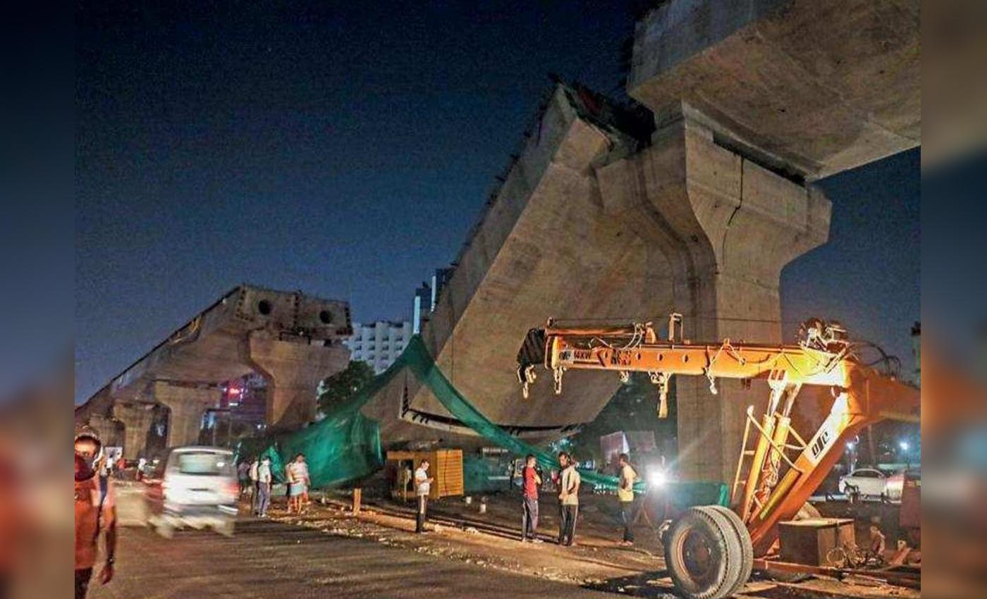 Metro Line collapsed near Phoenix Mills in Mumbai.