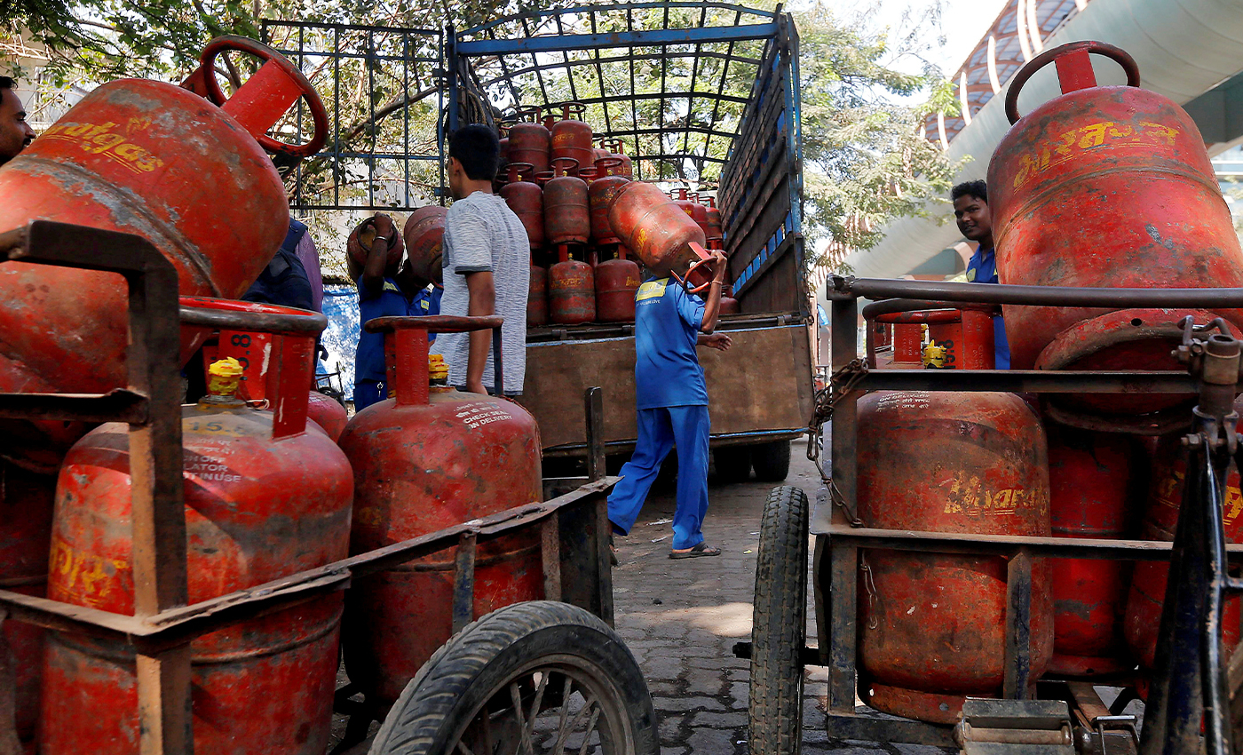 The central government levies only 5 percent tax on LPG cylinders, whereas the state governments levy a tax of 55 percent.