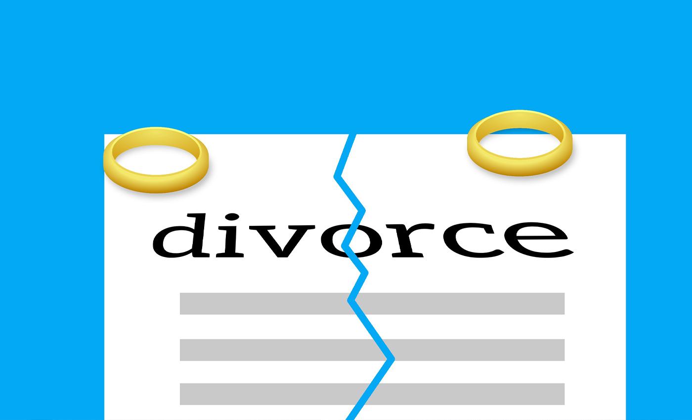 IAS officer Tina Dabi has divorced her husband.