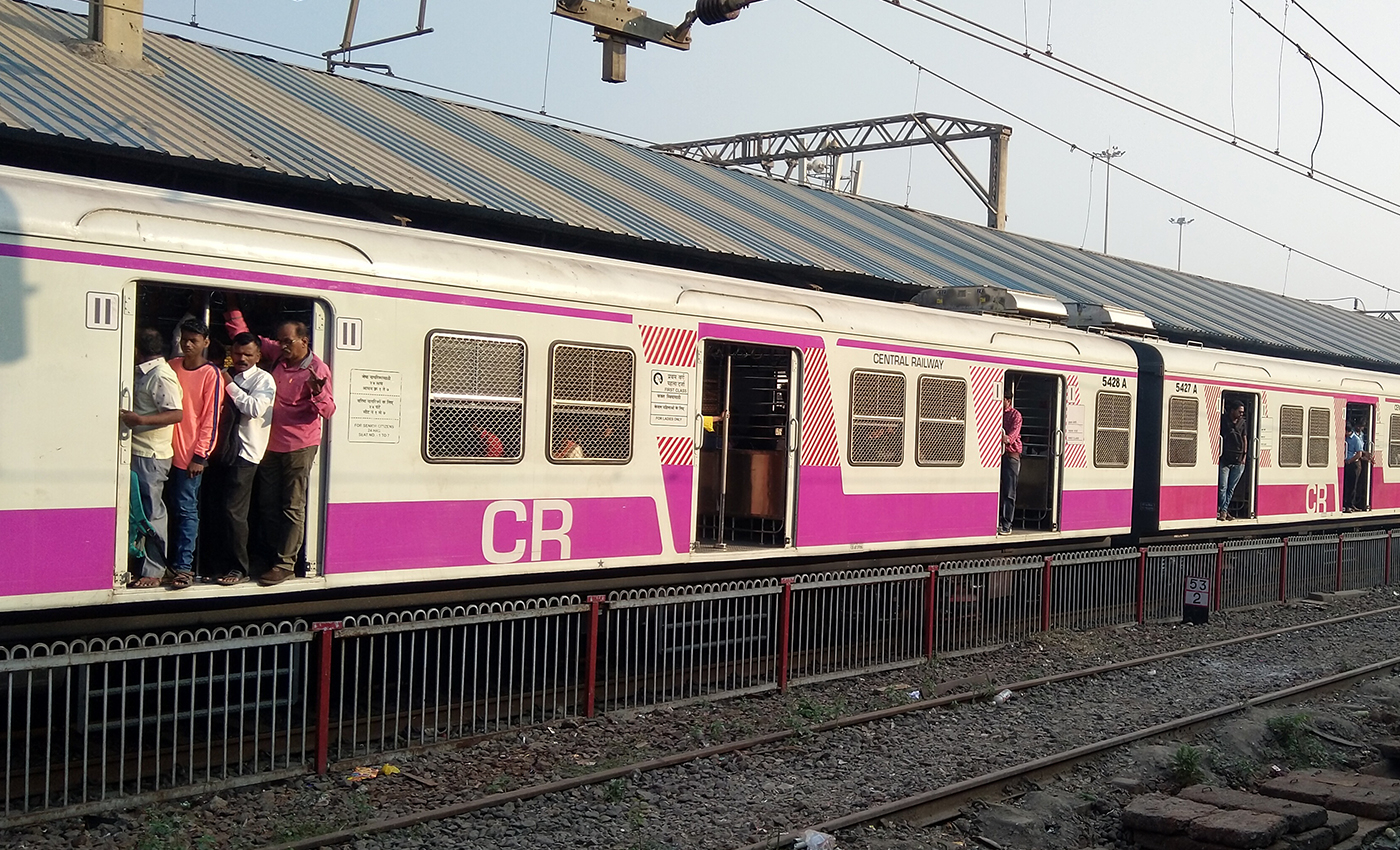 Passengers barge into Dombivli railway station amid COVID-19 restrictions.