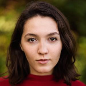 professional online English Literature tutor Yasmin