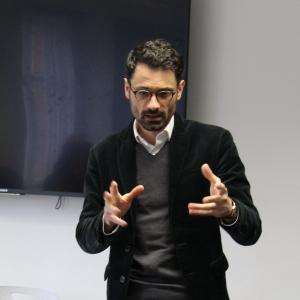 professional online Politics tutor Andreas