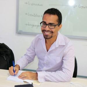 professional online Global Development tutor Thiago