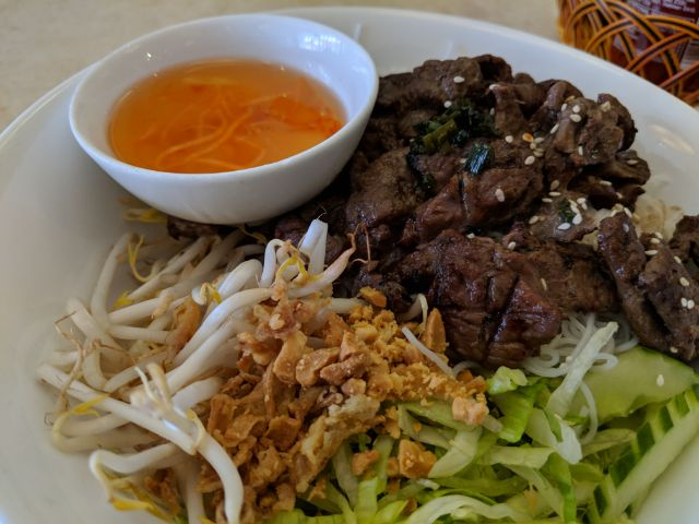 Bún chargrilled beef