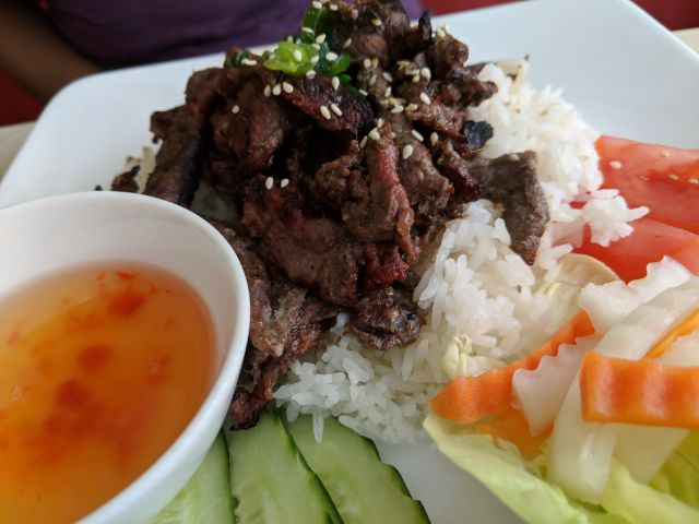Co'm (chargrilled beef)