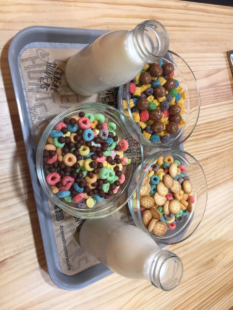 Cereales con leche y toppings