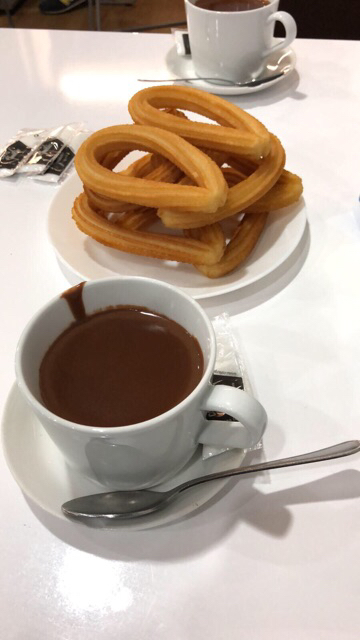 Churros y chocolate caliente