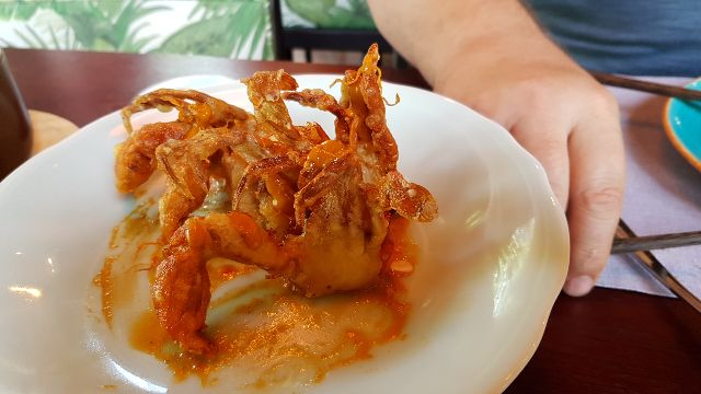 crispy soft shell crab al curry rojo