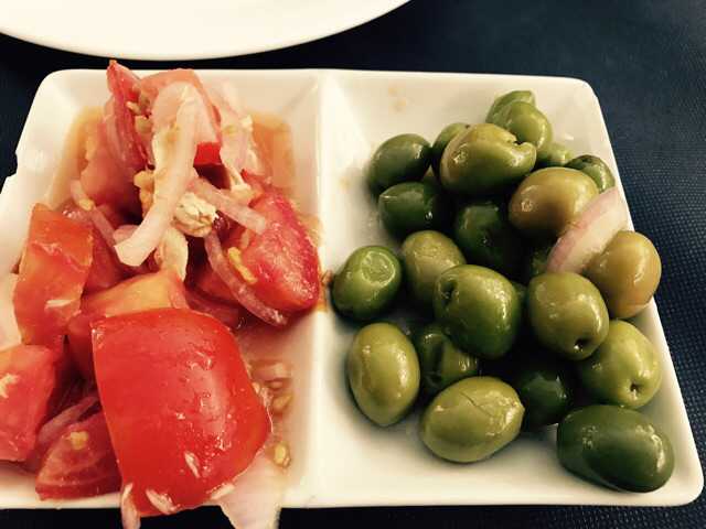 Aceitunas y tomate